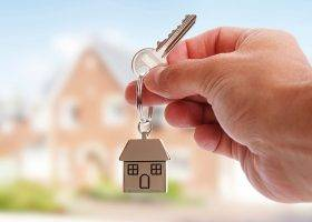 Acquistare una casa di proprietà o stare in affitto?